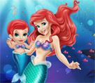 Ariel ve Kızı Oyun Oynuyor